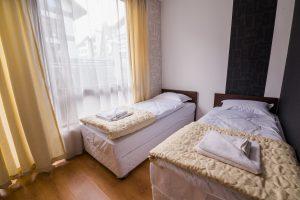 Две единични легла